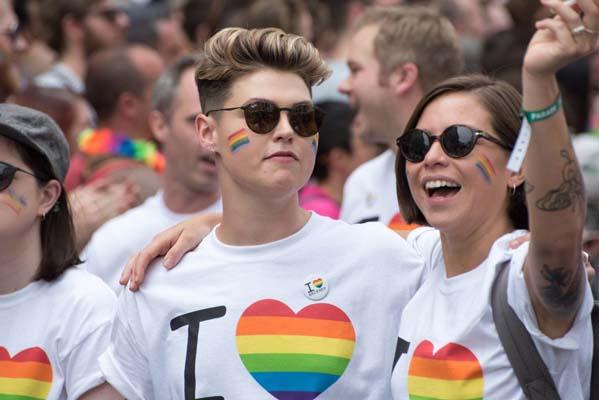 meet LGBTQ member online safely